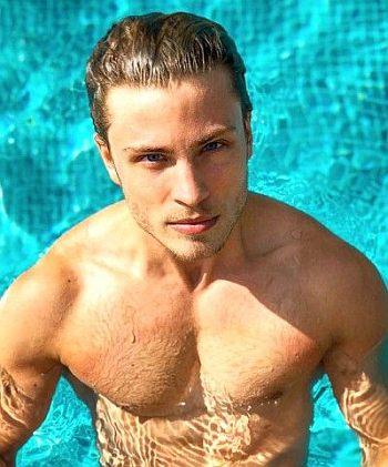 Jannik Schümann shirtless body