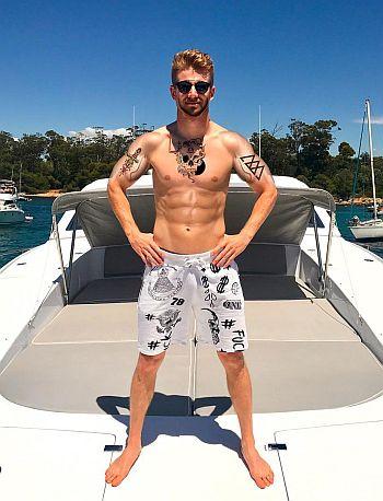 Nico Hulkenberg shirtless abs