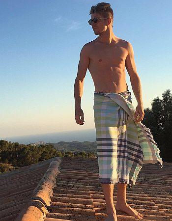 Nico Hulkenberg shirtless body