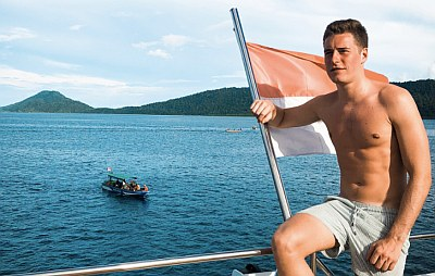 Stoffel Vandoorne shirtless f1 driver