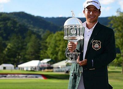 Xander Schauffele greenbrier classic trophy