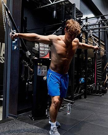 noah beck body workout hot