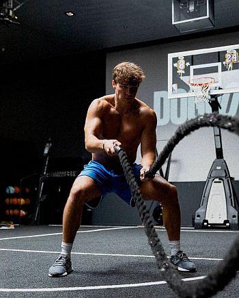 noah beck workout body