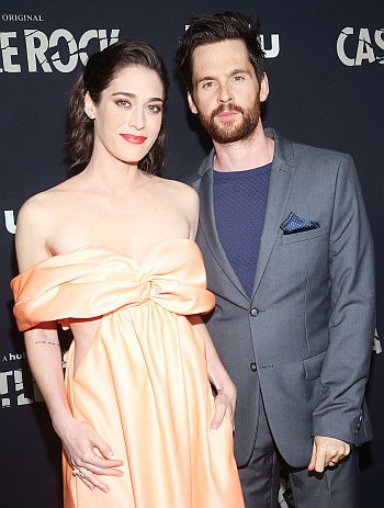 tom riley girlfriend wife lizzy caplan