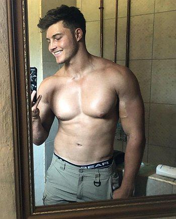 Brendan Peyper underwear selfie