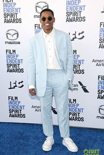 Kelvin Harrison Jr hot in suit - awards2