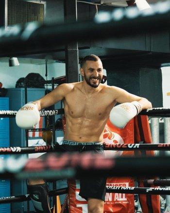 karim benzema boxer