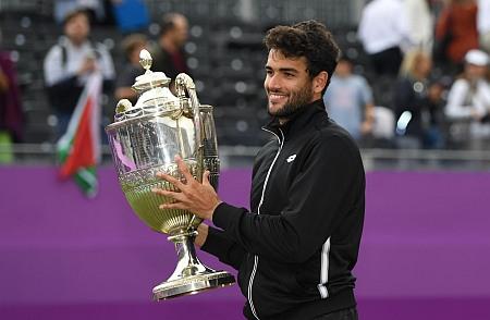 Matteo Berrettini trophy queens