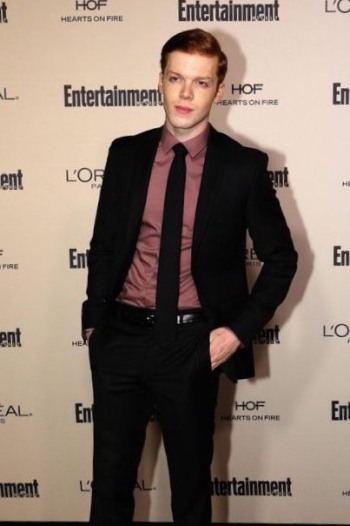 Cameron Monaghan hot in suit and tie