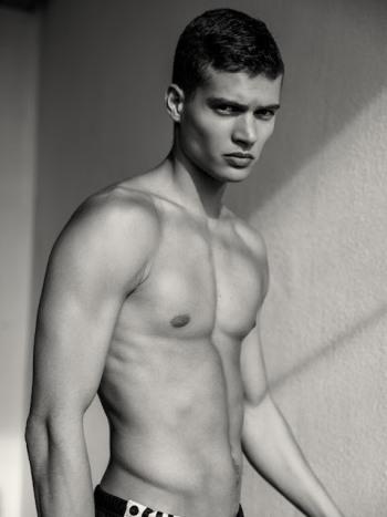 Josha Stradowski shirtless2